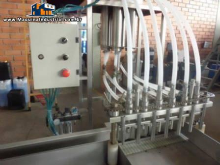 Envasadora linear para frascos de 500 mL e 1 litro