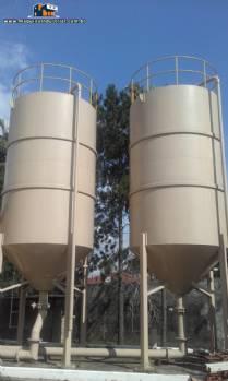2 Tanques / silos encamisados de 20.000 litros