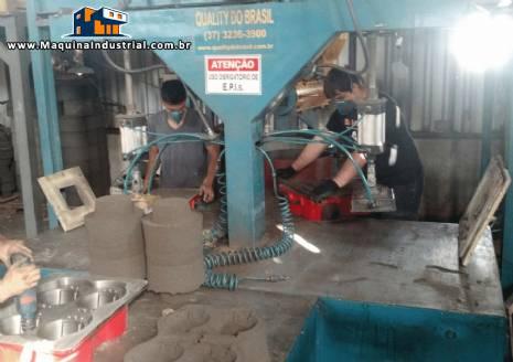 Máquina de moldagem e recuperação de areia cold box