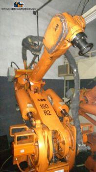 Robôs industriais ABB e Fanuc
