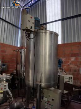Tanque em aço inox com emulsor e agitador